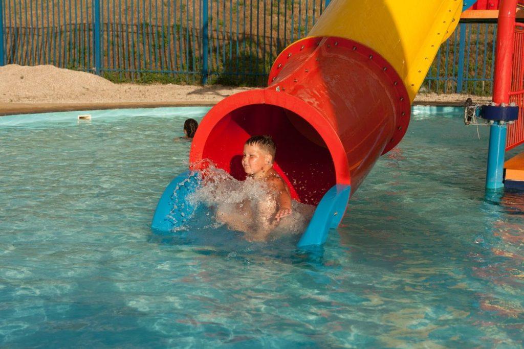 Поход в аквапарк - подарок мальчику на 5 лет