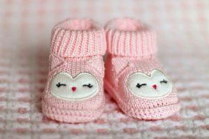 Тёплые тапочки, как идея, что подарить девочке на 1 месяц