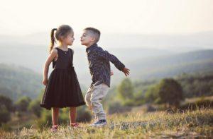 Что подарить ребенку на 2 месяца: мальчику и девочке 5