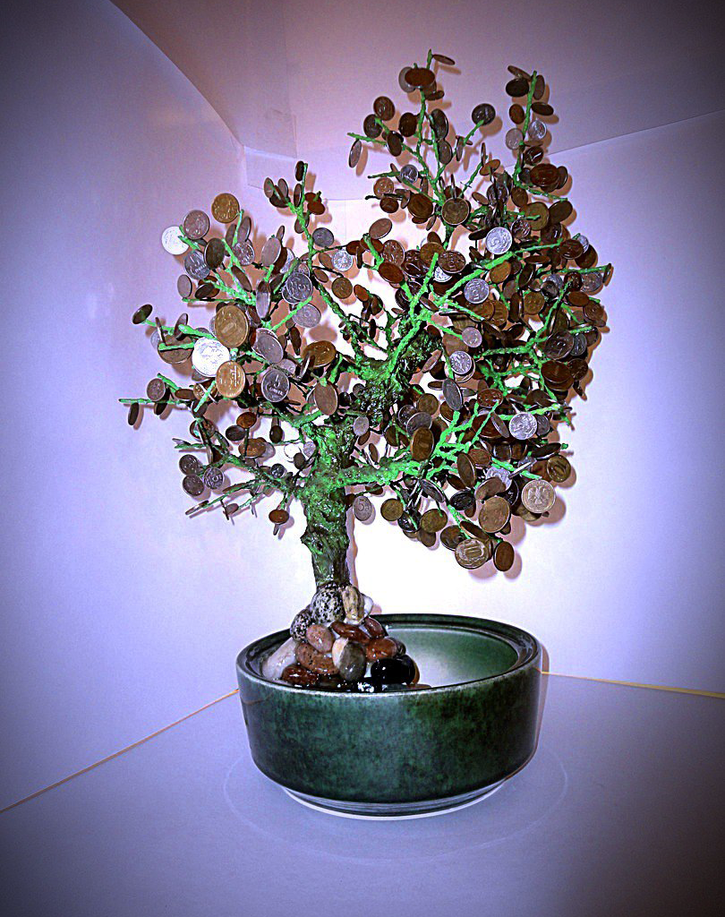 Магнитное дерево - очень необычная копилка